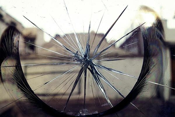 Zašto razbijeno ogledalo navodno donosi sedam godina nesreće