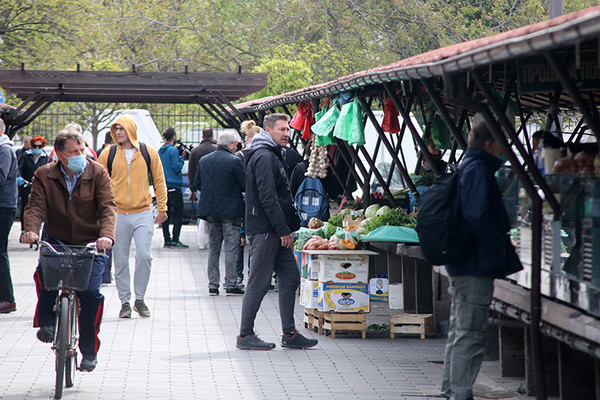 Prvi dan na Ribljoj pijaci: Srećni i prodavci i kupci (FOTO)
