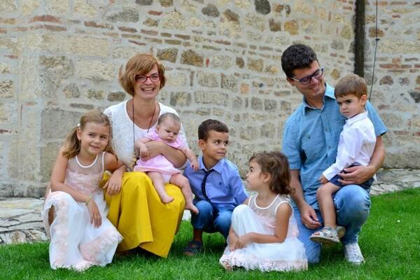 NOVOSAĐANI: Ekstremno organizovana petostruka mama