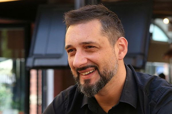 """Milan Džukić, pevač benda """"Talasna dužina"""": U mentalitetu našeg naroda postoji potreba za noćnim životom kao izduvnim ventilom"""