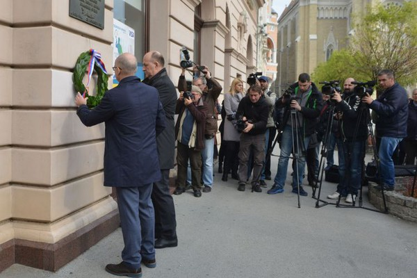 TRG SLOBODE: Polaganjem venaca obeležen Dan prisajedinjenja Vojvodine Srbiji