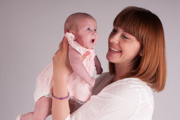 Podstiče se natalitet u NS: Prvorođenčetu 20.000 dinara