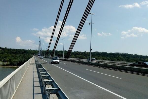 Muškarac jutros iskočio iz taksija, pa skočio s Mosta slobode