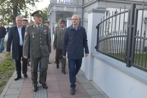 FOTO: Ograda oko Doma vojske na Beogradskom keju u novom ruhu