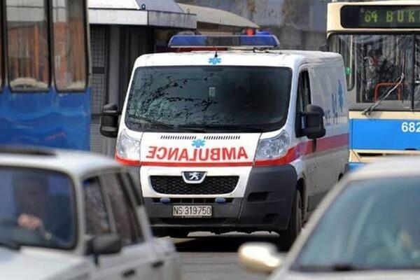 Tinejdžerka pala sa drugog sprata zgrade u Novom Sadu