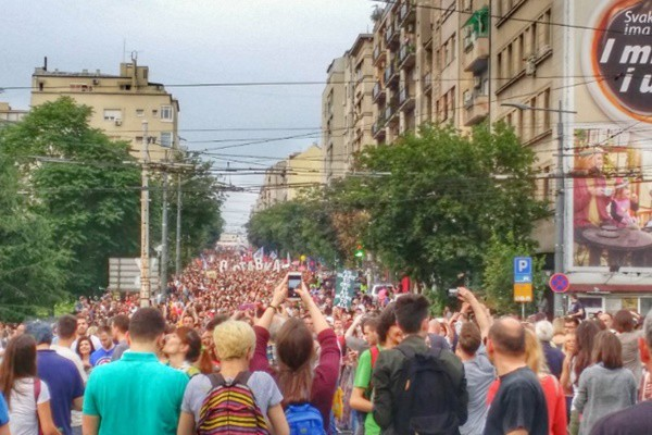 Juče na protestu 20.000 ljudi prošetalo Beogradom