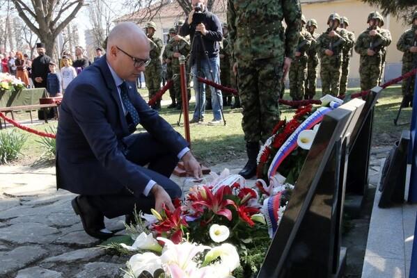 FOTO: U Novom Sadu obeležen Dan sećanja na poginule u NATO bombardovanju