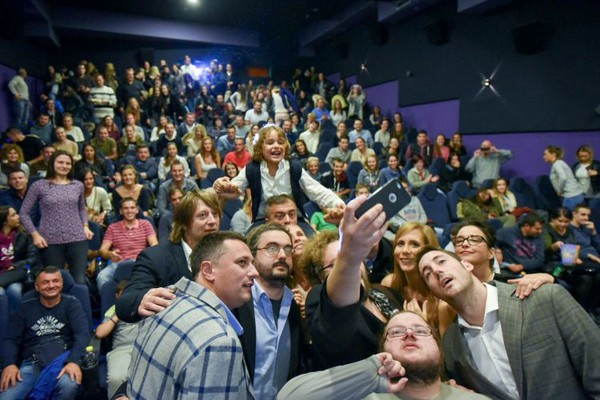 "FOTO: Preko 1.000 Novosađana na premijeri filma ""Jesen samuraja"""