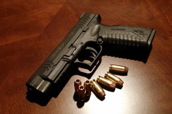 Dvojica uhapšena u bašti novosadskog kafića zbog nelegalnog oružja
