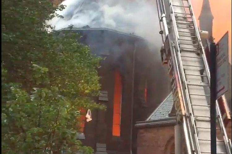 na Uskrs: Izgorela srpska crkva u Njujorku | (Vesti - 02.05.2016 ...