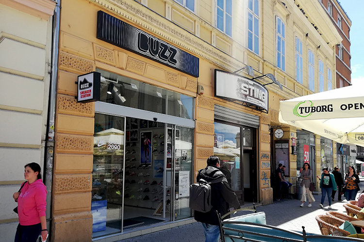Patike Na Snizenju Koliko U Novosadskim Prodavnicama Sada Kosta Sportska Obuca Foto Vesti 27 05 2020 Novi Sad