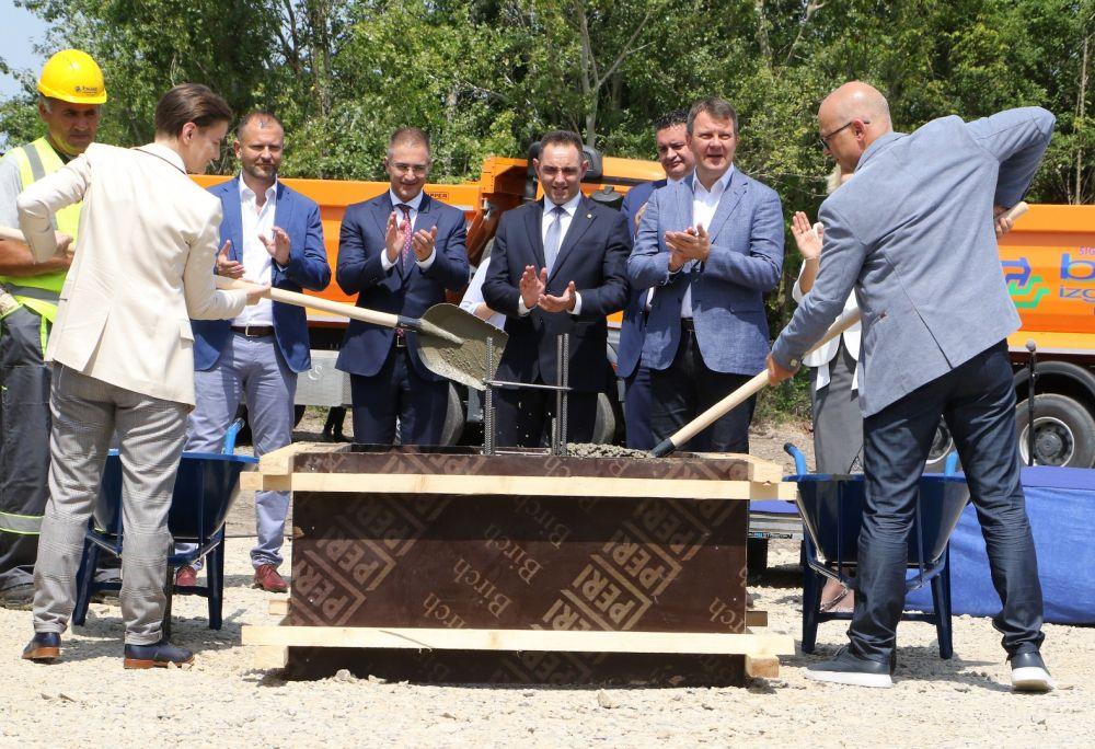 Premijerka I Gradonacelnik Polozili Kamen Temeljac Za Izgradnju