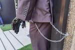 FOTO PRIČA: Evo šta se sve vezuje po gradu u strahu od lopova