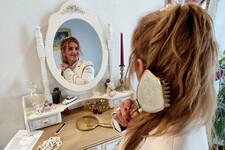 NOVOSAĐANI: Mušterije obožavaju ovu frizerku jer pleni pozitivnomenergijom