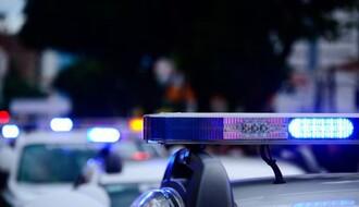 Automobilom pijan izleteo iz krivine, udario u hitnu pomoć pa sleteo u kanal