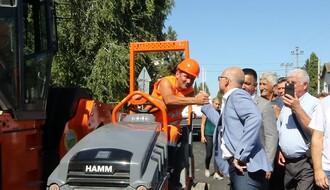 FOTO: Gradonačelnik obišao radove na putnoj infrastrukturi u Kaću
