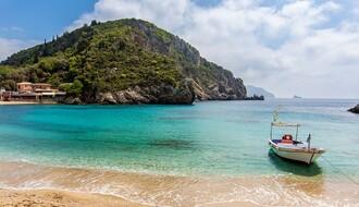 GRČKA: Maske obavezne i na pojedinim plažama, Atina i Solun najugroženiji
