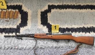 FOTO: U stanu Novosađanina policija pronašla nelegalno oružje