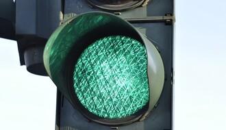 Pušten u rad semafor  na raskrsnici Bulevara Evrope i Proleterske  ulice