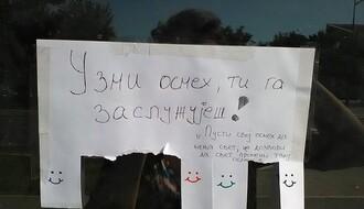 PRAVO NOVOSADSKI: Neobičan oglas na novosadskoj zgradi