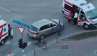 FOTO: Povređena biciklistkinja na prelazu kod Master centra