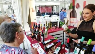 FOTO: Festival vina započeo svoj program i na trgu, muzika svako veče od 20 časova