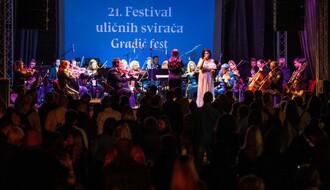 FOTO: Uz zvuke šlagera otvoren 21. Festival uličnih svirača – Gradić fest!