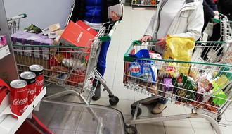 Novosađani pohrlili u trgovine: Evo šta se najviše kupuje