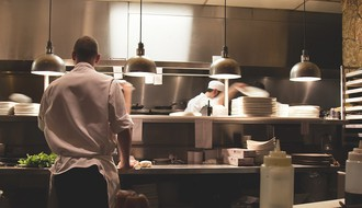POSLOVI U NS: Za konobare i šankere uvek mesta; Neki posao traže zbog ljubavi