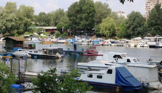 "Mali vodič kroz ""Ribarac"": Gde je najdeblja hladovina i najmirniji pogled na Dunav, a gde se najbolje dorađuje ten i noću luduje do zore (FOTO)"