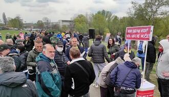 """Protest protiv """"Novog Sada na vodi"""": Gradska vlast ne može tek tako da zagradi međunarodni plovni put (FOTO i VIDEO)"""