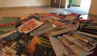 Produžen humanitarni bazar knjiga u Novosadskom pozorištu
