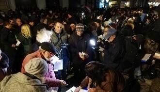 """FOTO i VIDEO: Na šestom protestu """"Jedan od pet miliona"""" u NS potpisivanje """"Sporazuma sa narodom"""""""