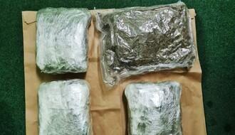 FOTO: Uhapšen zbog 2,2 kilograma marihuane skrivene ispod sedišta u kombiju