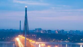 Policajci sprečili ženu da skoči s Mosta slobode