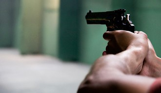 Zapretivši pištoljem oteli kasu sa novcem u jednoj novosadskoj prodavnici