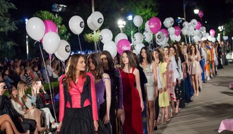 """FOTO: Deseti """"Serbia fashion week"""" otvoren spektaklom pod vedrim nebom"""