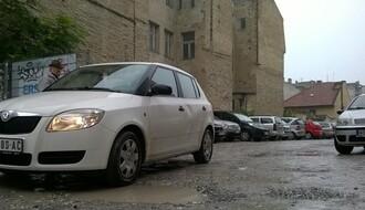 FOTO: Ovako je danas izgledao parking koji plaćate 45 dinara po satu