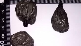 FOTO: Novosadska policija hapsila zbog amfetamina i heroina