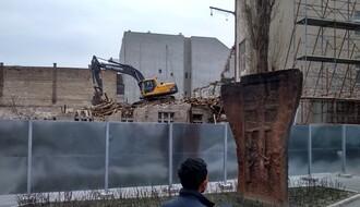Počela gradnja solitera: Srušena zaštićena zgrada, uklonjen stari jermenski spomenik