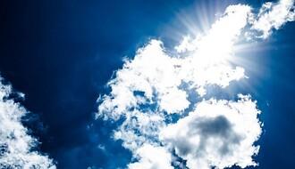 Vreme danas: Oblačno i toplo, ponegde lokalni pljuskovi