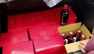 FOTO: Novosadska policija zaplenila 100 litara pelinkovca sa falsifikovanim akciznim markicama