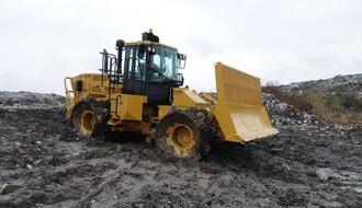 Na deponiju stigla nova mašina za sabijanje otpada