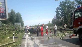 FOTO: Jako nevreme pogodilo Novi Sad, žena poginula na Zrenjaninskom putu