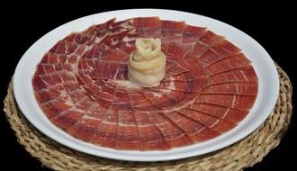 "POČINJE ""FOOD PLANET"": Crnogorski gastronomski specijaliteti danas na Trgu slobode"