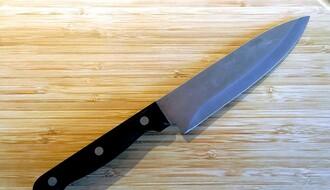 KOVILJ: Izbo nožem kućnu pomoćnicu