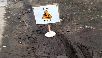 PAZI BLATO: Tablama skreću pažnju na problem sa zelenim površinama u gradu (FOTO)