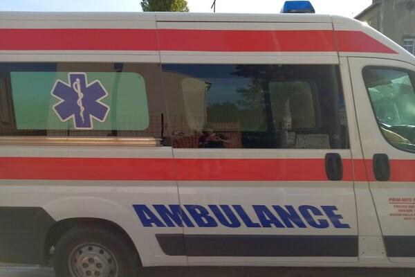 Autobus na liniji 13 udario u banderu, povređene tri osobe