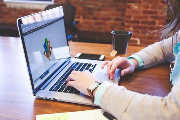 """""""KOMUNICIRAJMO MUDRO!"""": Pomoć mladima u efektivnom i efikasnom  traženju zaposlenja"""