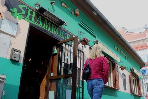 """""""SHAMROCK BAR"""": Duh Irske u Novom Sadu"""
